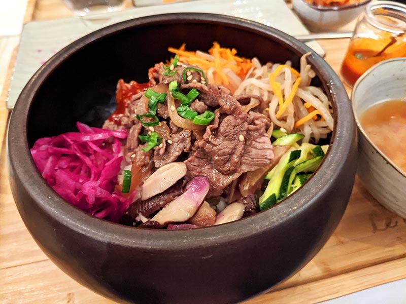 bibimbap de boeuf au restaurant coréen lyonnais le gout de kyun