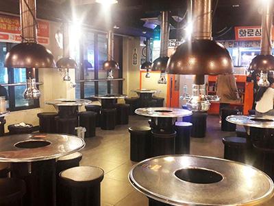 salle de restaurant de barbecue coreen