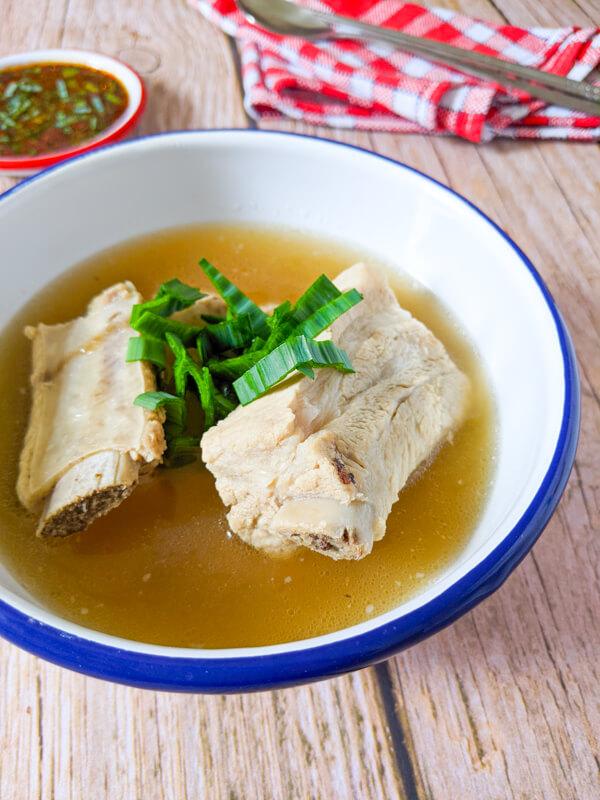 dwaeji galbitang, soupe de travers de porc coréenne