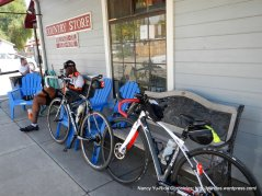 lunch stop-Country Store