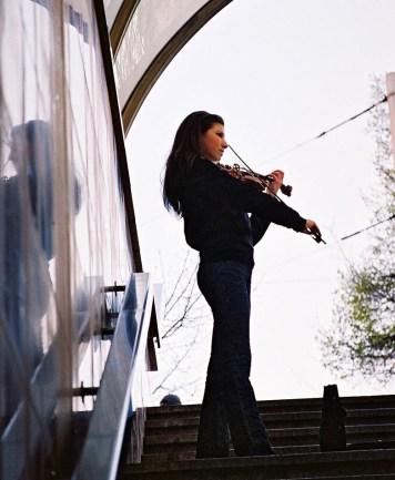 Yuri Martins Fontes / Bulgária - 2007 / Sófia: Jovem violinista enfrenta o livre-mercado nas ruas do Centro