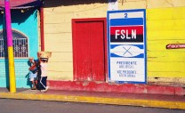 Yuri Martins Fontes / Nicarágua-2001 / San Juan del Sur: Propaganda da Frente Sandinista de Libertação Nacional / Litoral do Pacífico
