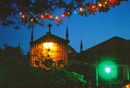Yuri Martins Fontes / Nicarágua-2001 / León: Igreja no Ano Novo