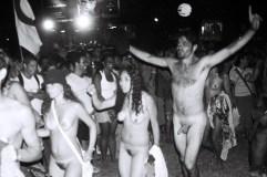 Yuri Martins Fontes / Brasil-2005 / Porto Alegre: Passeata dos Pelados contra prisão pela PM (governo PMDB) de garota que se banhou nua / Fórum Social Mundial/ R. Gr. do Sul