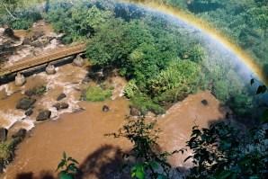 Yuri Martins Fontes / Argentina-2004 / Puerto Iguazú: Ponte com arco-íris/ Parque Nacional Iguazú