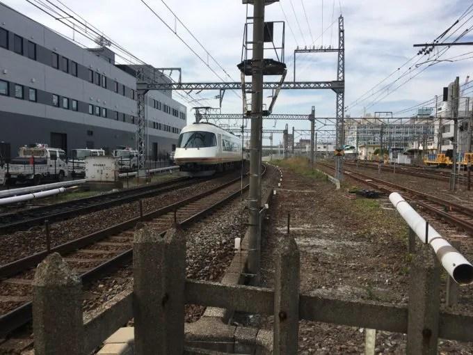桑名の3つの線路幅の集まる踏切近鉄側