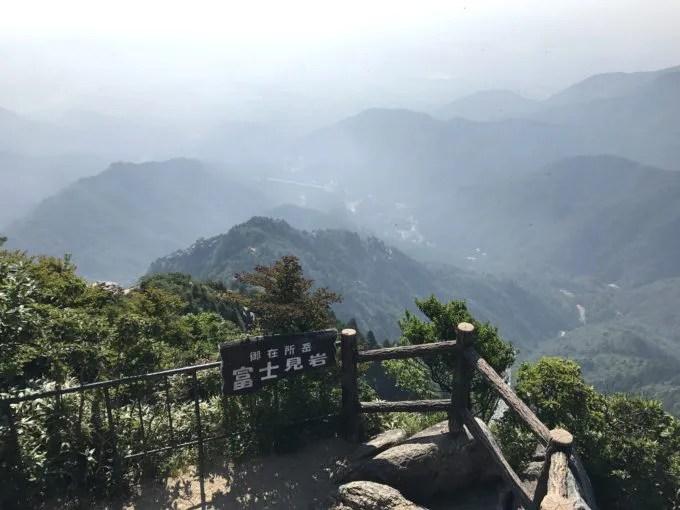 御在所岳富士見岩
