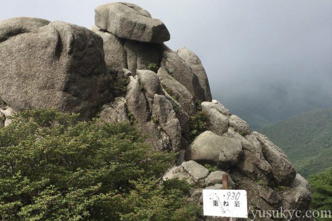 竜ヶ岳表道の重ね岩