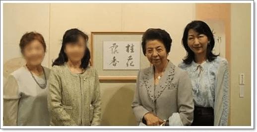 岸信夫の妻は旅館の美人女将だったって本当?写真や画像は?