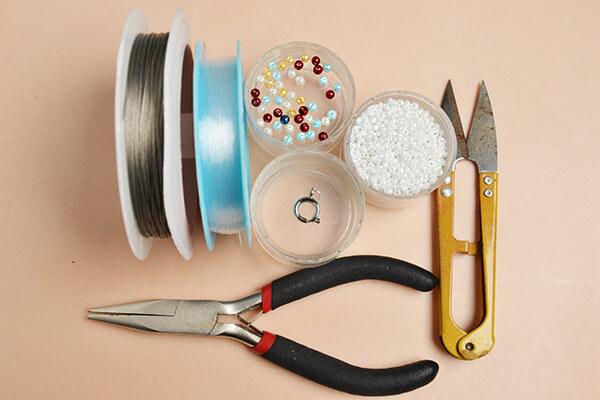 Hogyan vacsorázhatsz a gyöngyökből és a szálakból - saját kezével!