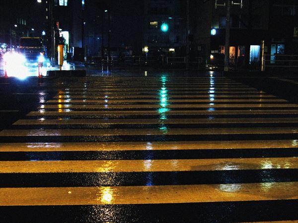 雨の青信号