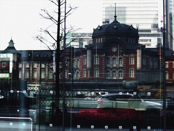 映る東京駅
