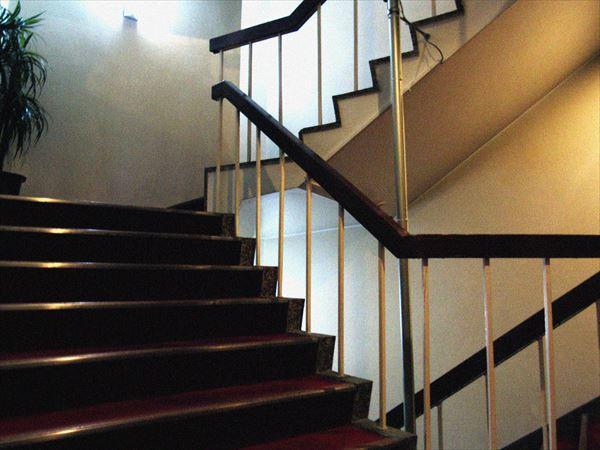 ホテルの階段