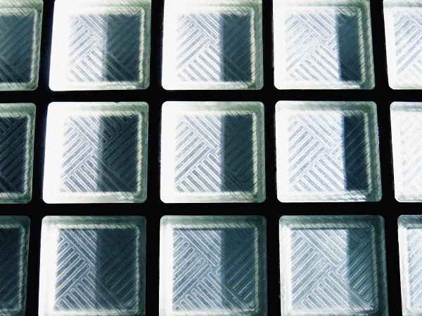 すりガラスの床
