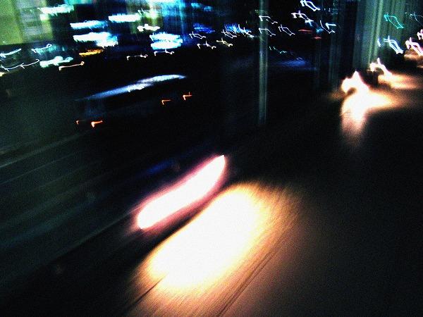浜松町の歩道橋のライトの閃光