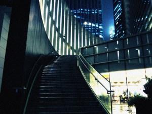 どっかのビルの階段