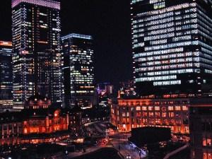 東京駅とビル街2