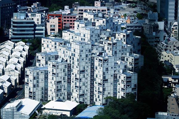 白いブロックの建物