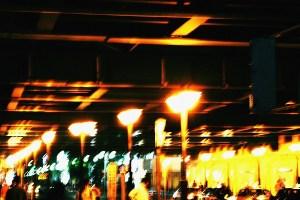 中野駅のガード下2