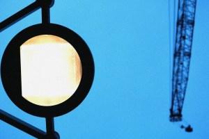 見上げた街灯