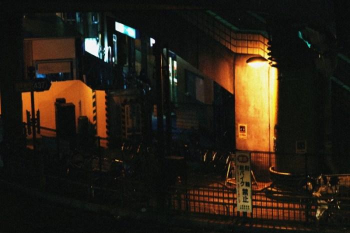 歩道橋の下のライト3