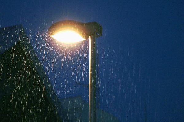 雨と街灯3