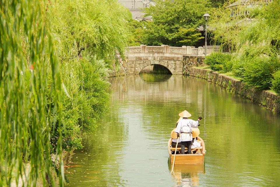 倉敷美観地区の川舟渡し