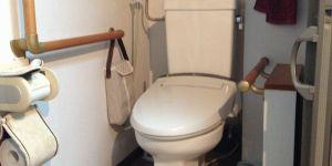 マンションのトイレ改修段差解消手すり工事例