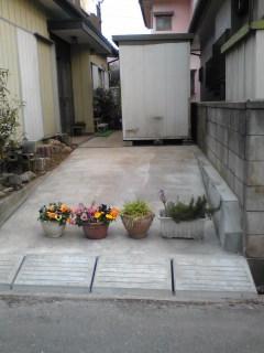 奥の玄関まで土間コンクリート