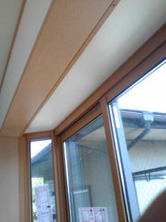 こんな出窓ですが、ビシで採寸します