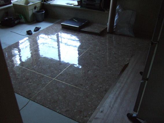 ダイニングの床サンゲツフロアータイル