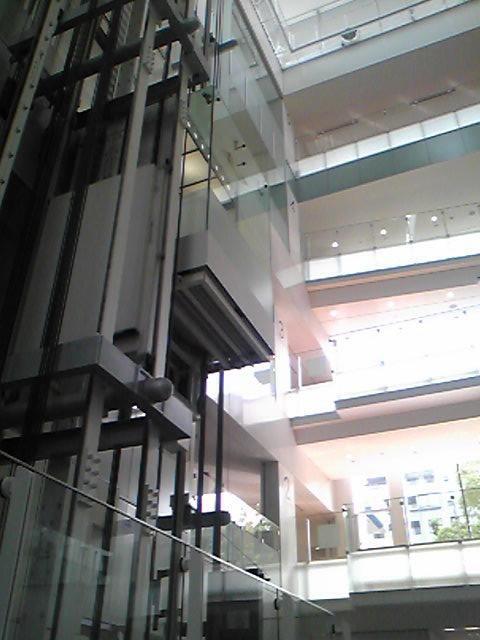 東洋大学のロビー
