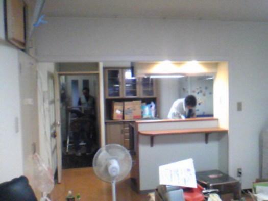 リビング側からキッチンを見る
