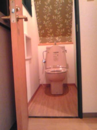 トイレ背面アクセントクロス