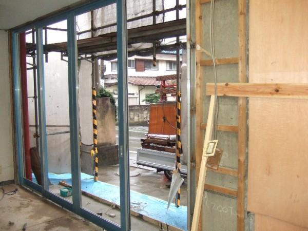 電気配線も移設ショップフロント工事