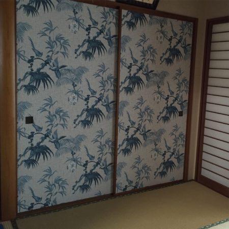 リゾート柄壁紙で和室襖張替え