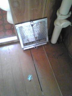 ガラス割れてる