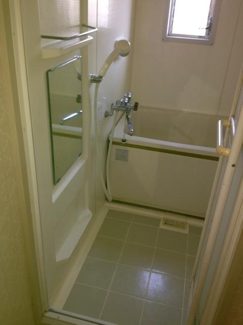既存浴室解体前
