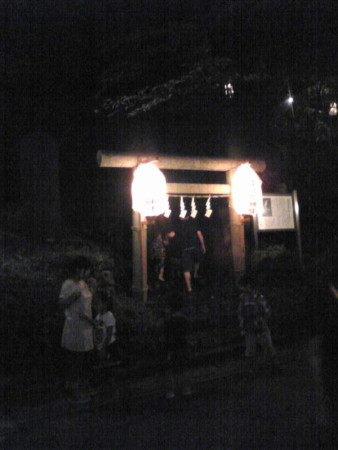 浅間様の鳥居火祭り中2011年8月