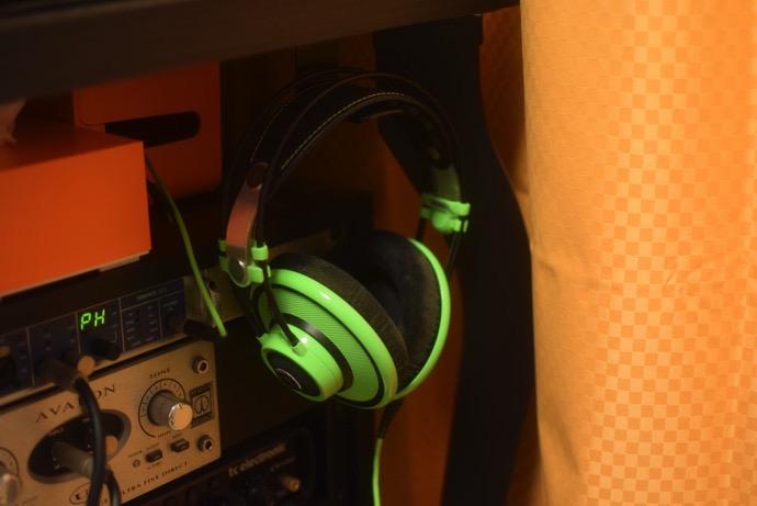 Headphone stand disturbed 004