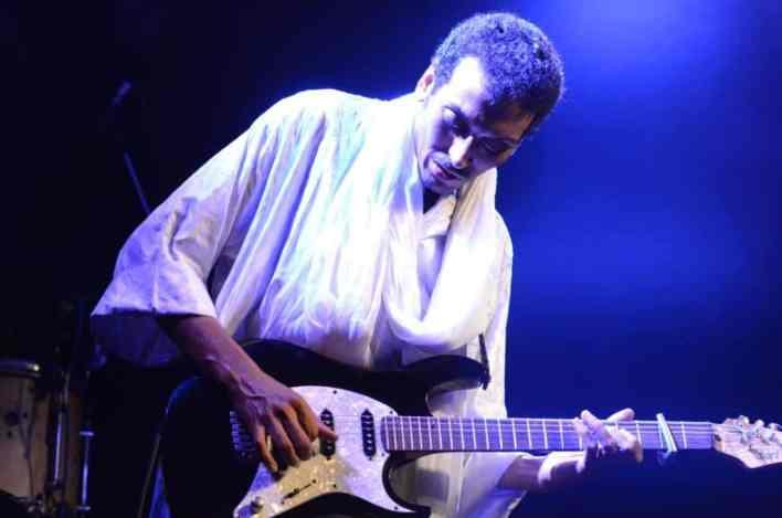 בומבינו, גיבור גיטרה מהסהרה. צילום: יובל אראל