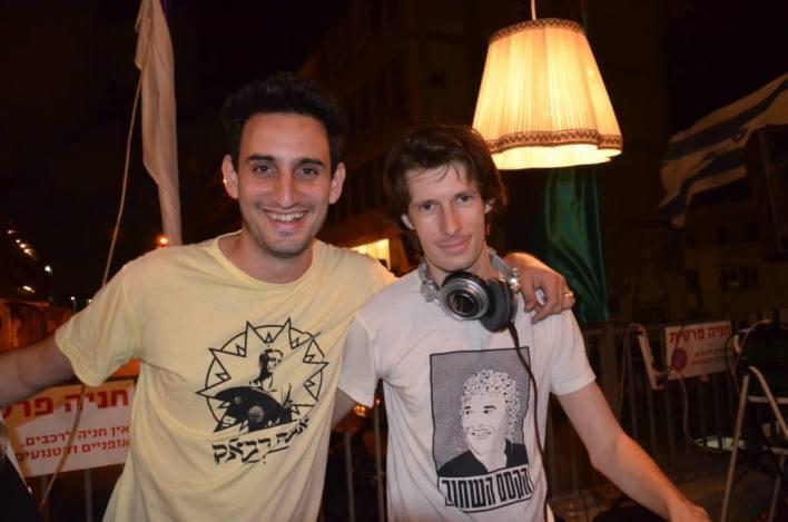 אופיר טובול עם תקליטניו יבגני וחן. צילום: יובל אראל