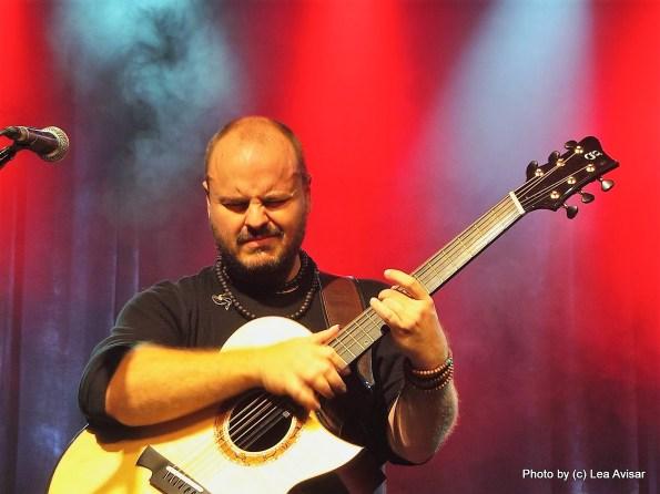 אנדי מקיי, גיבור גיטרה בלי פוזות. צילום: לאה אבישר