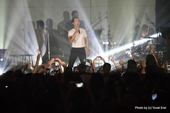 הראל סקעת והקהל, אהבה. צילום: יובל אראל