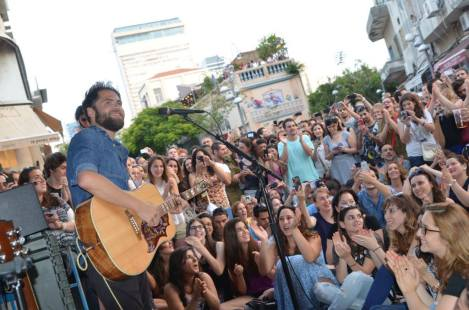 אמנים שנרנג'ה הביא לישראל. צילום יובל אראל