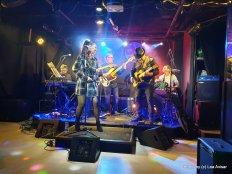 להקת JAMSYNC עם הזמרת נופר עמנואל אקווה. צילום לאה אבישר