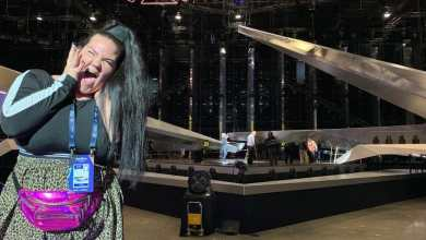 נטע ברזילי באולם האירוויזון בגניה תערוכה. צילום - עופר מנחם