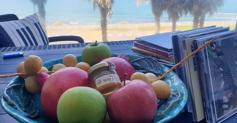 שנה טובה למוזיקה העברית. צילום במשרדי הבלוג של יובל אראל
