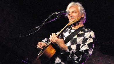 Photo of המשורר והמוזיקאי רובין היצ'קוק חוזר לתל אביב