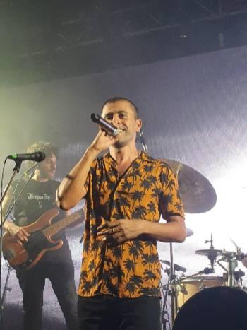 תומר יוסף בהופעה במועדון בארבי. צילום שי שיר וטלי ספיר